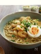 スパイシーなシンガポールの麺、ラクサヌードル風ラーメン