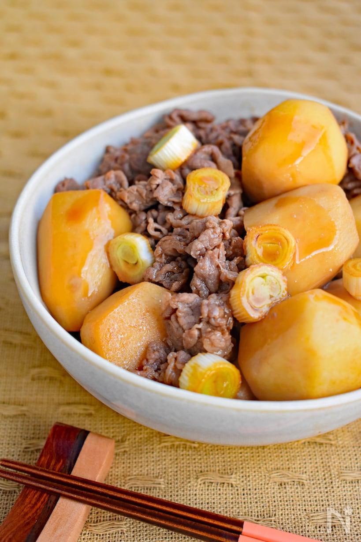 ゴロっと入った里芋と牛肉で作ったオイスター煮込み