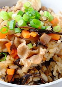 『〈くらし薬膳〉ジューシー(沖縄風炊き込みご飯)』