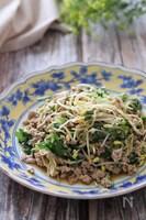 食感も味も最高に美味しい♡ひき肉と豆もやしとみつばの中華炒め