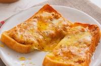 甘じょっぱい背徳の味♡『ピーナッツバターチーズトースト』