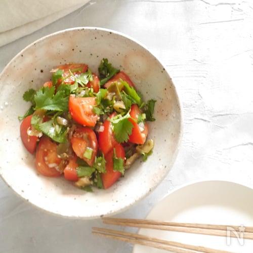 トマトとパクチーの中華風サラダ【簡単時短】