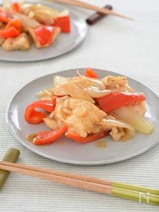 鶏肉と玉ねぎのごま油レンジ炒め