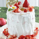特大バウムクーヘンで苺のデコレーションケーキ