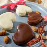 アーモンドの風味がたまらない♡チョコサンドクッキー