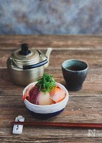 『あごだしつゆでお手軽海鮮丼』