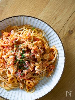 鶏もも肉とれんこんのトマトソースパスタ