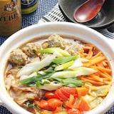 めんつゆとルウで簡単♪みんな大好き肉団子入り和風カレー鍋!