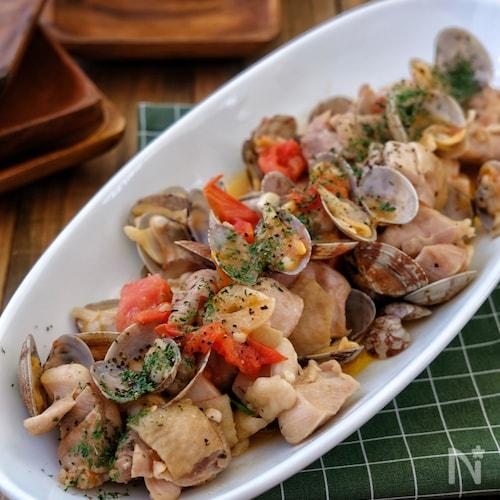 *あさりと鶏肉とトマトのガリバタ炒め*