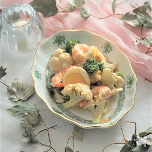 海老とブロッコリーとカリフラワーの胡麻マヨネーズサラダ