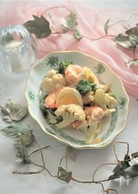 『海老とブロッコリーとカリフラワーの胡麻マヨネーズサラダ』