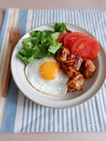 鶏むね肉でカフェ飯♡チキンロコモコ