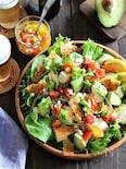 豆腐とアボカドとカリカリチーズのサルサ風サラダ