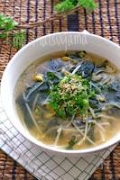 豆もやしとわかめの冷たい韓国スープ