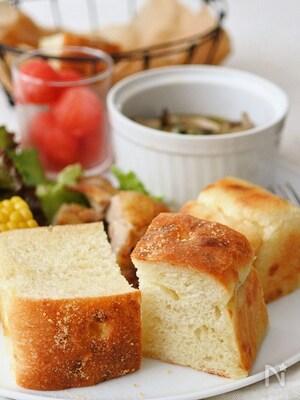 自家製酵母の厚焼きチーズフォカッチャ
