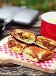 〈ホットサンドメーカーで作る〉照りたまチキン風サンド