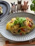 簡単本格的な味♪夏野菜と豚肉のカレー風味焼きビーフン🍴
