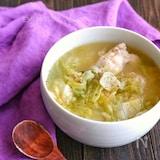 ホロホロ手羽元とトロトロキャベツのにんにく味噌スープ