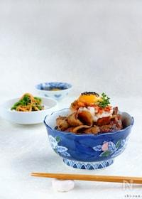 『黒酢でスッキリ豚バラ肉☆おろし豚キムチ丼!』