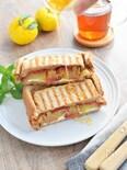 りんごとクリームチーズのホットサンド*柚子蜂蜜ソース*
