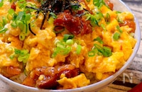 【10分で完成!!レンチンレシピ!!】焼き鳥缶で親子丼
