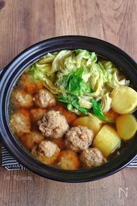 豚団子とじゃがいもとキャベツのカレースープ鍋