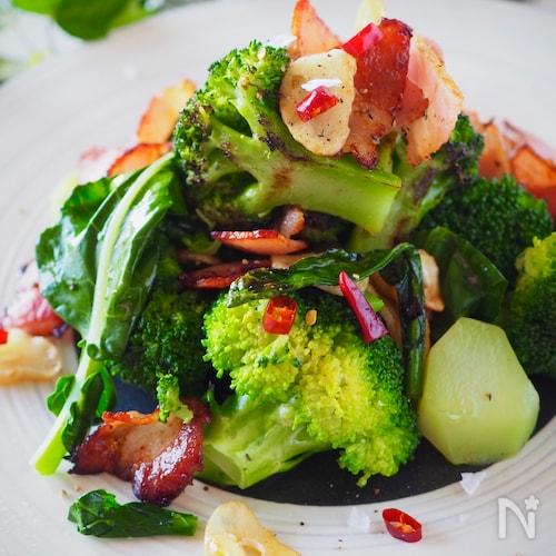 野菜嫌いさんもやみつき*ブロッコリーとベーコンのペペロン炒め