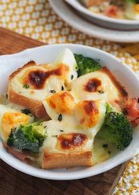 『ホワイトソースなし!子どもも喜ぶ卵とパンの濃厚チーズグラタン』