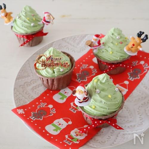 抹茶ホワイトチョコ♪クリスマスツリーのカップケーキ