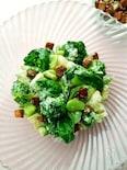 バジリコ風味のグリーンサラダ パルミジャーノクルトン添え