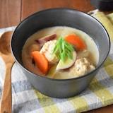 ふわふわ鶏団子と根菜の豆乳味噌スープ