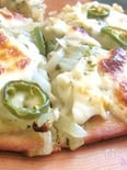 玉ねぎ&モッツレラの全粒粉白いピザ☆
