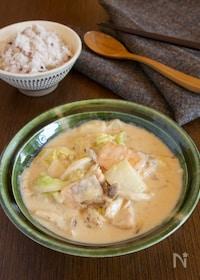 『ご飯に合う 白菜とサーモンの味噌クリームシチュー』