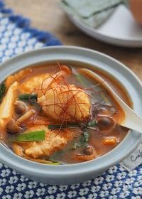『具だくさんなのにヘルシー!鶏団子と豆腐のキムチスープ』