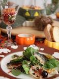秋刀魚とサラダのブルーベリージャムソース