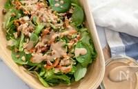 干し柿とミックスナッツのグリーンサラダ