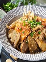 【ご飯が進む】鶏むね肉とレンチンごぼうの甘辛ごま炒め!