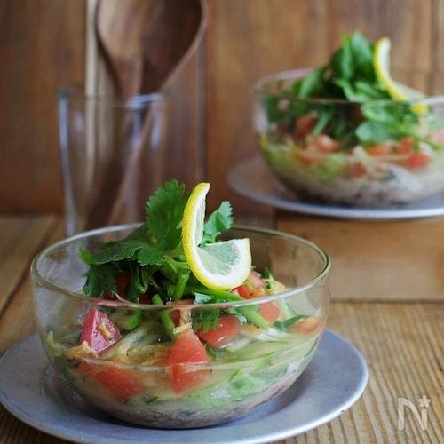 野菜と鯖缶で具だくさん!タイ風サラダスープ