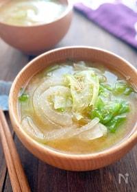 『たっぷりレタスと玉ねぎの野菜を食べるお味噌汁』