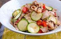 茹で豚とズッキーニとトマトと塩昆布の旨ぽん和え
