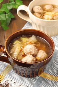 肉の旨味がジューシー♪白菜と肉団子のスープ