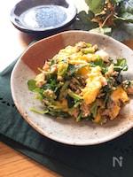オススメの副菜♡ふわふわ卵とみつばのツナ塩昆布炒め