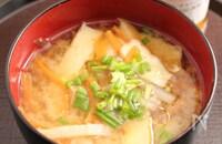 レンコンとさつま揚げのお味噌汁 ごま風味