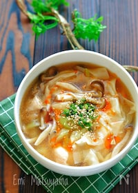 『鶏肉とワンタンの皮のとろみスープ』