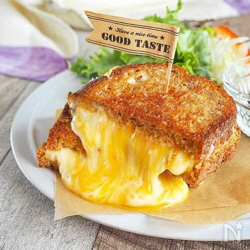 チーズの滝!『とろけるチーズサンド』