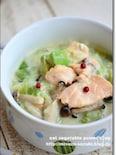 鮭とアボカドの食べる豆乳スープ鍋