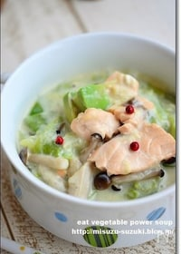 『鮭とアボカドの食べる豆乳スープ鍋 』