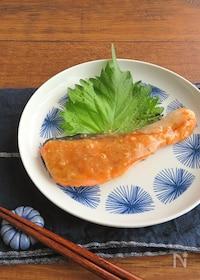 『フライパンで簡単和総菜◎ごはんがすすむ☆鮭のみそにんにく焼き』