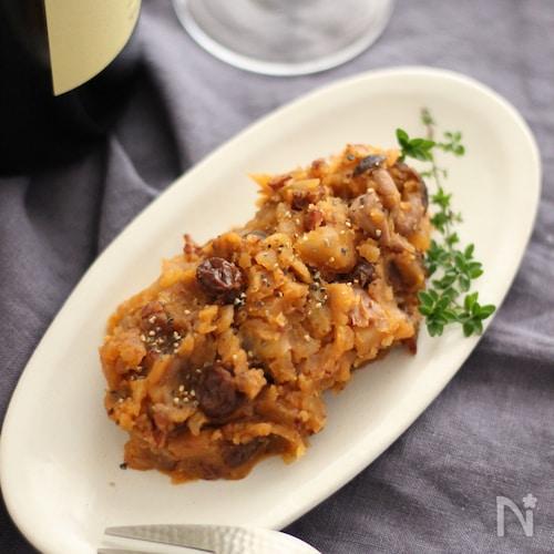 赤ワインでコトコト煮る大人味の赤いポテトサラダ。