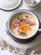 カルボナーラ風雑炊。(チーズと卵の雑炊)